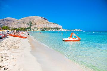 La pose en embrasure Palerme Mondello white sand beach in Palermo, Sicily.