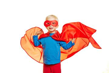 Kind mit rotem Umhang als Superheld