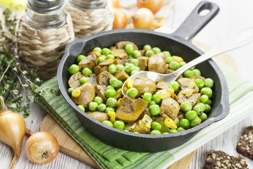 Kidneys with green peas and curry