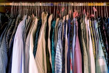 Schlafzimmerkasten mit Herrenhemden