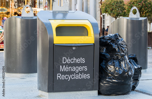 Poubelle de recyclage stock photo and royalty free images on foto - Poubelle recyclage ikea ...