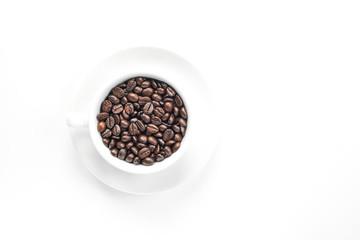 Tasse mit Kaffeebohnen Freisteller
