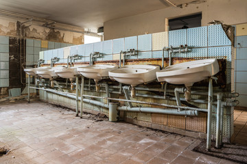 DDR Fabrik Waschraum 02