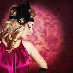 Модный портрет красивой молодой женщины.