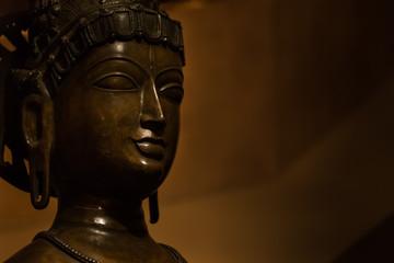 仏像の横顔