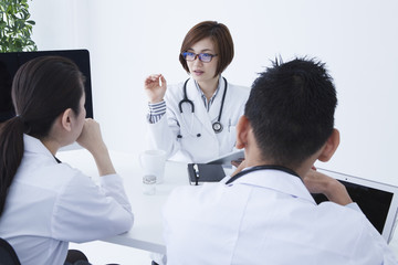 Doctors are discussing the treatment policy