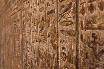 Иероглифы на стене