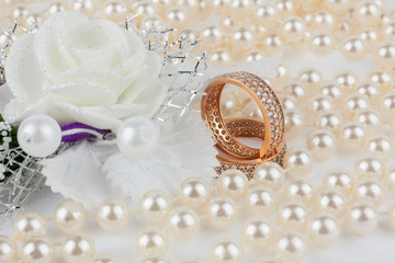 Wedding rings among the pearls with flower