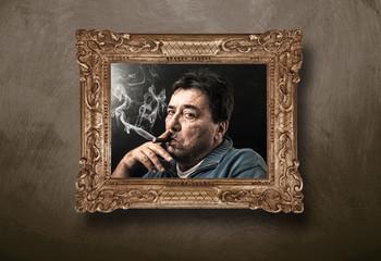 ritratto in cornice di uomo che fuma il sigaro