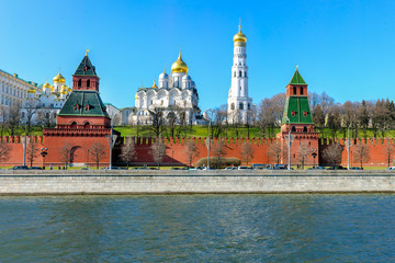 Fototapete - Kremlin Palace, Ivan the Great Bell Tower, Moscow river.