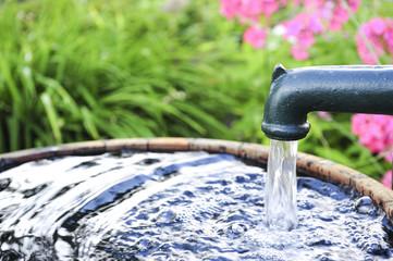 Wasserpumpe im Garten