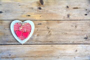 Holzhintergrund mit Herz