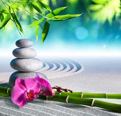 Photo sur Plexiglas Zen pierres a sable sand, orchid and massage stones in zen garden
