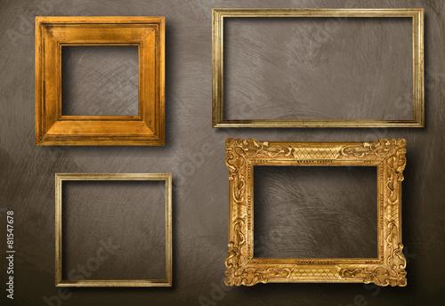 Cornici vuote appese immagini e fotografie royalty free for Cornici muro