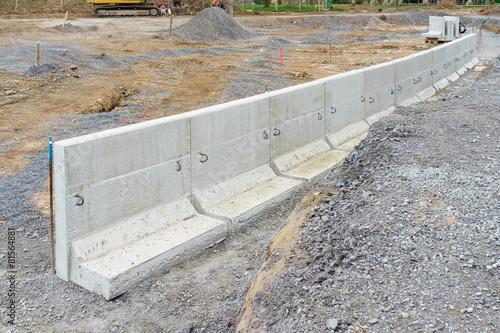 neue betonmauer aus fertigteilen stockfotos und. Black Bedroom Furniture Sets. Home Design Ideas
