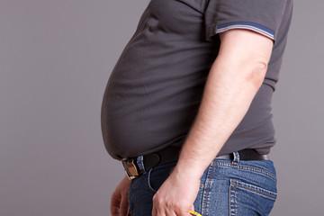 Mann mit dicken Bauch, om Seitenprofil