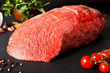 Bodegón de carne.Redondo de ternera