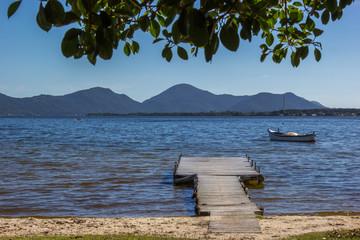Trapiche no lago