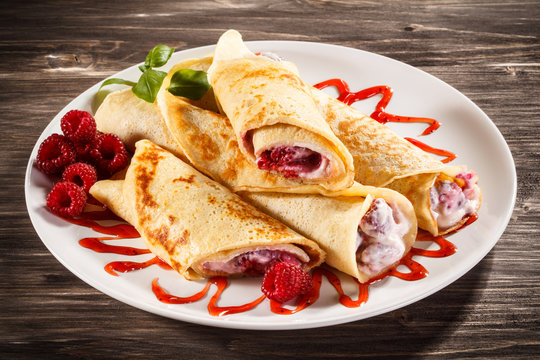 Crepes with raspberries and cream