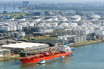 Oil tanker shipping terminal