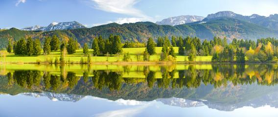 Wall Mural - Panorama Landschaft in Bayern mit See und Alpen bei Füssen