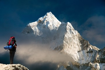 Foto op Plexiglas Nepal Evening view of Ama Dablam with tourist