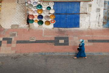 Femme dans la médina d'Essaouira