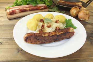 Brawurst und Kartoffeln, Sauerkraut mit Schinkenspeck