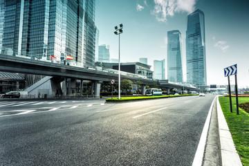 Fotomurales - urban road and modern city skyline