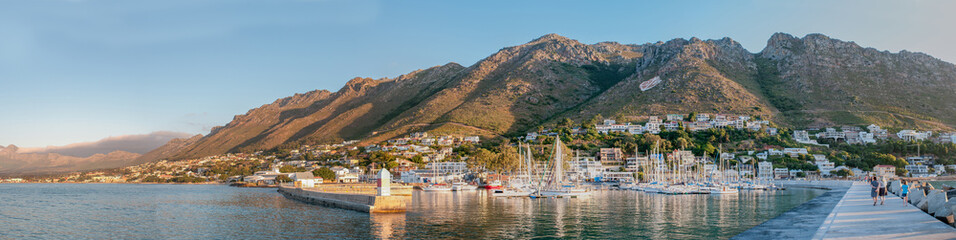 Poster de jardin Tunisie Panorama of Gordons Bay harbor and Hottentots-Holland Mountains