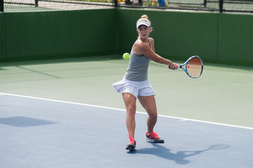 Loading up on the tennis backhand