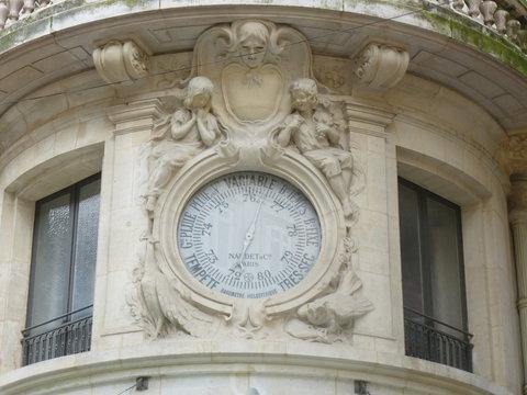 Bordeaux - Baromètre en Façade