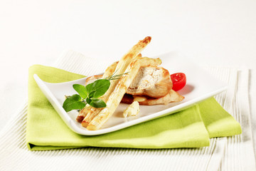 White asparagus and chicken breast