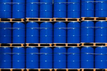 Industrie-blaue Fässer