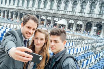 Selfie brothers