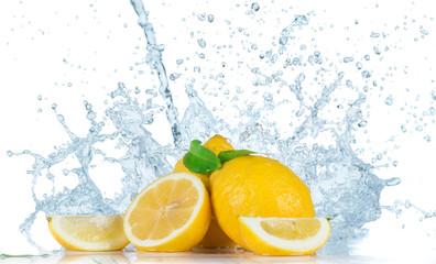 Photo sur Aluminium Eclaboussures d eau Fruit with water splash