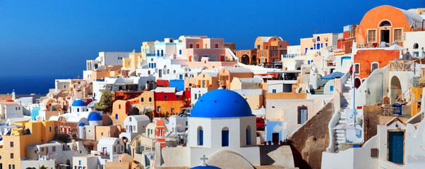 Panorama of famous greece city Oia. Santorini island Fototapete