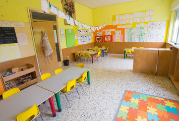 classromm of kindergarten with tables and chairs