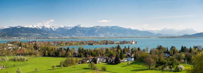 Blick auf die Halbinsel Lindau und die Alpen Wall mural