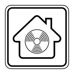 Logo maison et détecteur de fumée.