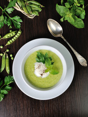 Cream of green peas with mint