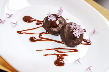 Tortina al cioccolato con mousse di caramello