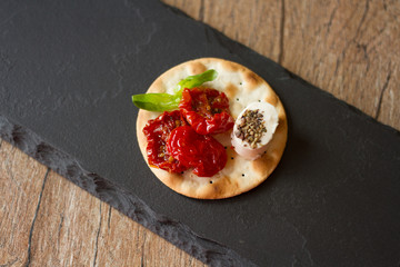 crackers with goat cheese, sun-dried tomatoes and basil