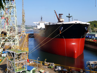 造船産業とジブクレーン