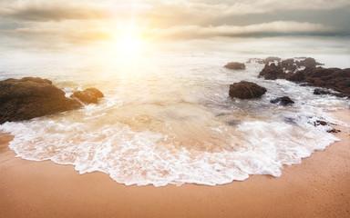 Wall Mural - Herrlicher Sonnenaufgang am Meer