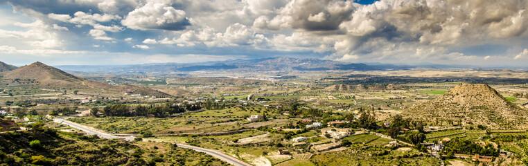 Panorama Hügel Landschaft mit Gewitterwolken bei Mojacar