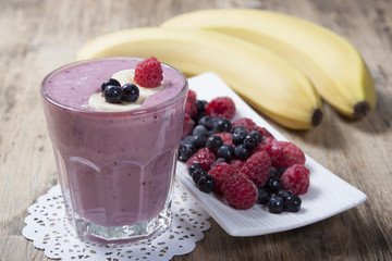 Smoothies of frozen raspberries, blueberries and banana with yo