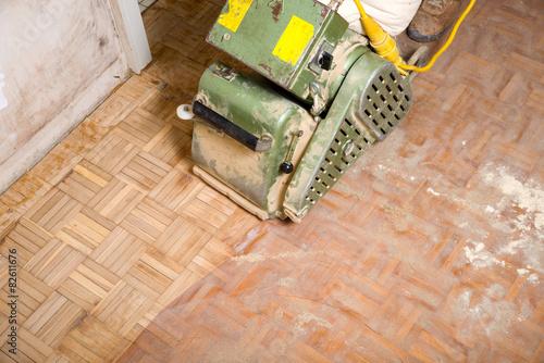 parkett schleifen stockfotos und lizenzfreie bilder auf bild 82611676. Black Bedroom Furniture Sets. Home Design Ideas