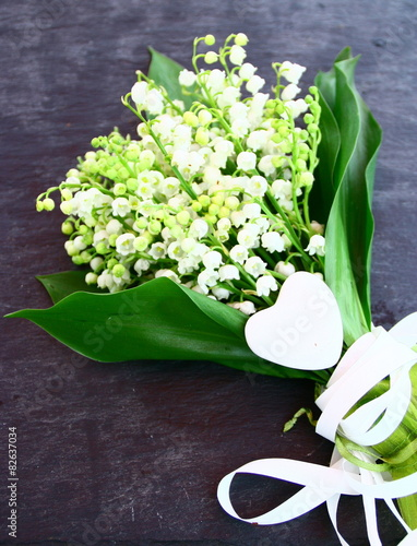 Bouquet de muguet et coeur sur ardoise photo libre de - Bouquet de muguet photo ...