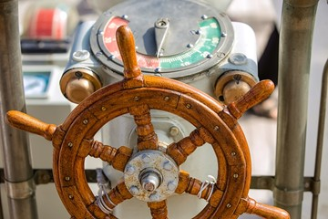 Equipment of yachts and sailing ships